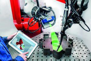Schweißen für Losgröße 1: Die Werkstück-Erkennung und Programmgenerierung erfolgt weitgehend automatisch. Über einen mobilen Computer kann der Werker Anpassungen vornehmen.