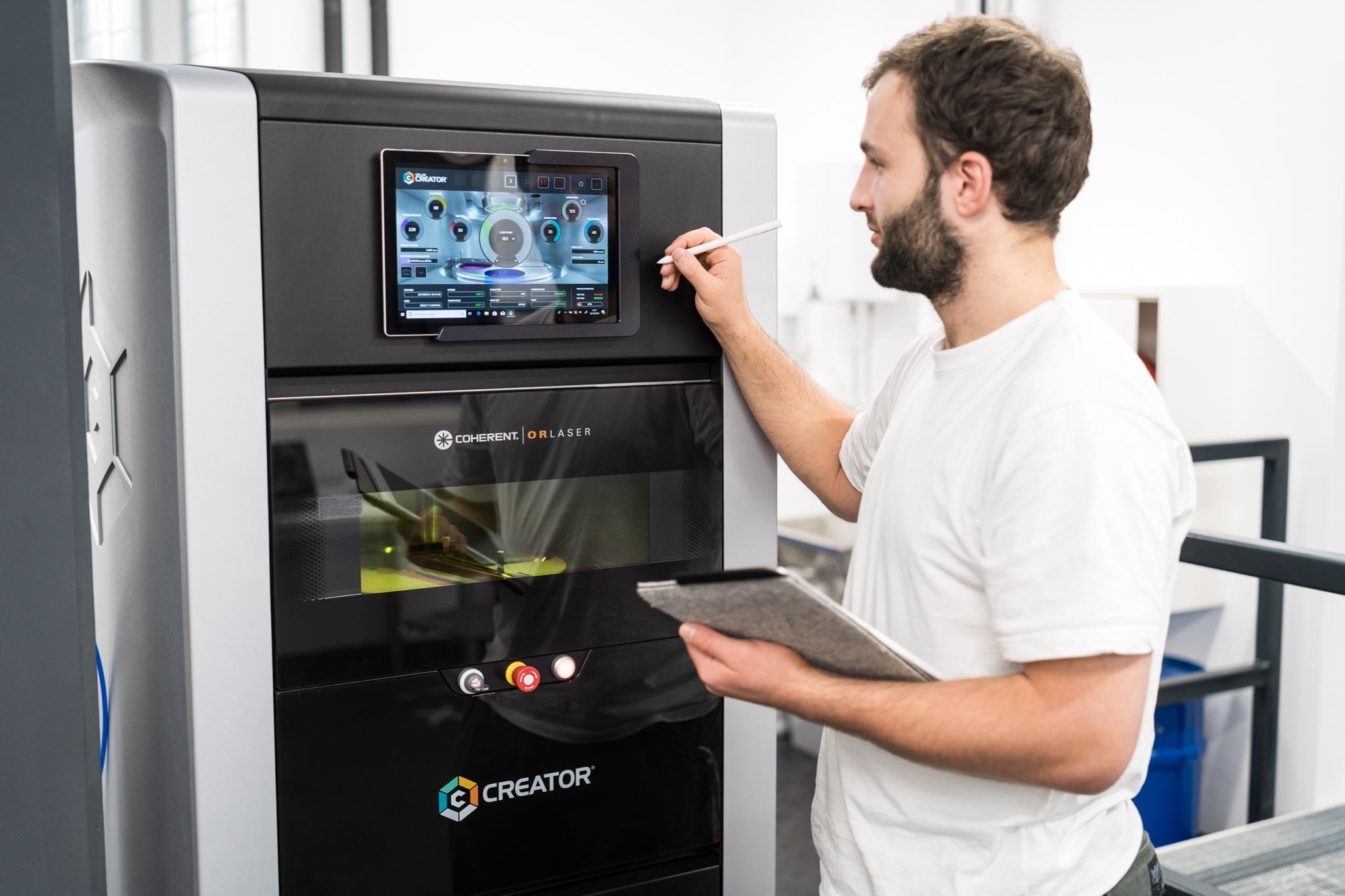Im Rahmen seiner Dissertation am Institut für Werkstoffkunde, Fügetechnik und Umformtechnik der TU Graz forscht Siegfried Arneitz an alternativen Magnetwerkstoffen aus dem 3D-Druck. © IMAT – TU Graz