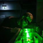 Femtosekundenlaseranlage im Betrieb. © Justus Künanz | Hochschule RheinMain