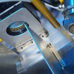 Mit dem integrierten Spiegel lässt sich der Laserstrahl mit Schaltzeiten von unter fünf Millisekunden an neue Bearbeitungssituationen anpassen. © Fraunhofer ILT, Aachen.