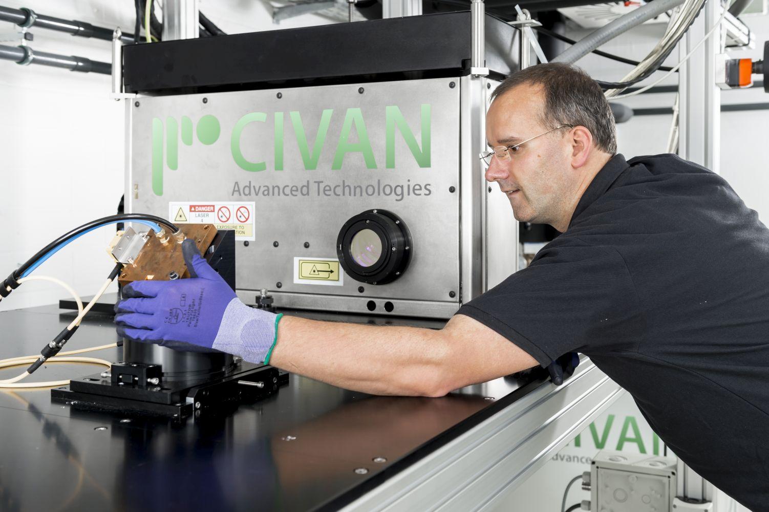 Der Laser »Dynamic Beam« aus Jerusalem ist inzwischen im Fraunhofer IWS in Dresden installiert. Das Institut ist damit die weltweit erste Forschungseinrichtung, die eine solche Laserlösung im Einsatz hat. © René Jungnickel/Fraunhofer IWS Dresden